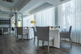 Picture La Mer Restaurant & Grill - Radisson Blu in Sea Point, Atlantic Seaboard, Cape Town, Western Cape, South Africa