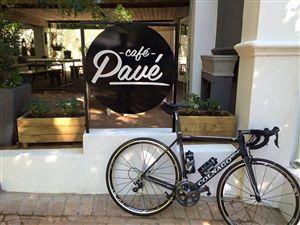 Caf� Pav� - Breakfast, Burgers & Bikes