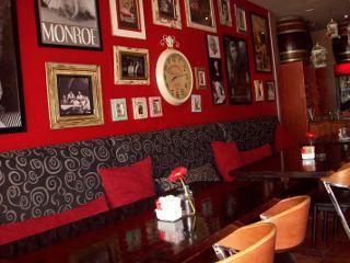 Janno Caf� Restaurant Bar