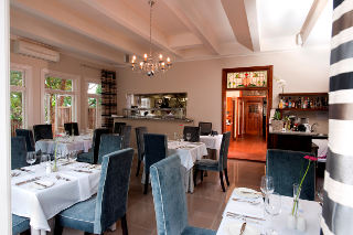 Roots Caf� at The Saint James on Venice
