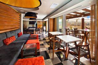 Signal Hill Lounge